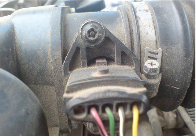 Проверка и замена датчика массового расхода воздуха (ДМРВ) ВАЗ 2110