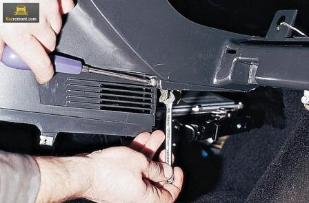 Снимаем торпеду ВАЗ 2110 и устанавливаем накладку: подробная инструкция с фото