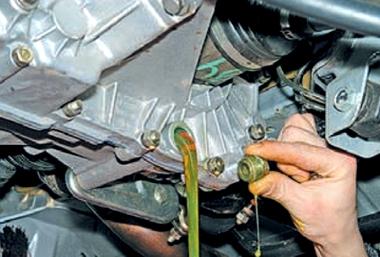 Как поменять и какое лучше залить масло в коробку ВАЗ 2110