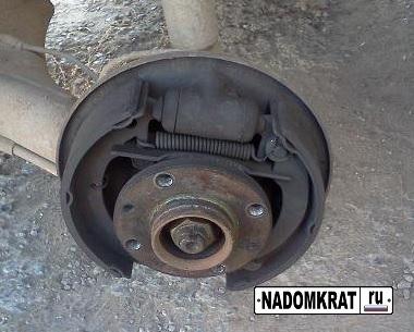 Как поменять задние тормозные колодки на ВАЗ 2114