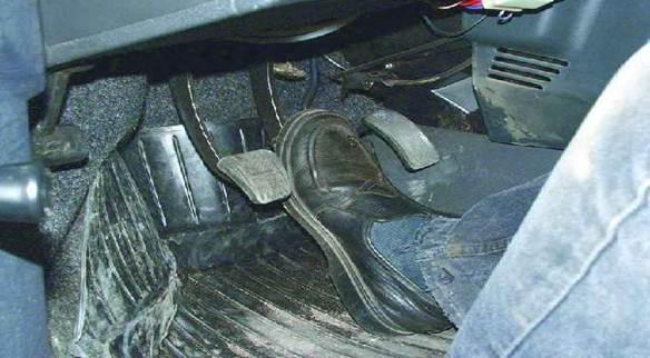 Как правильно прокачать тормоза на ВАЗ 2109 (Порядок действий, видео)