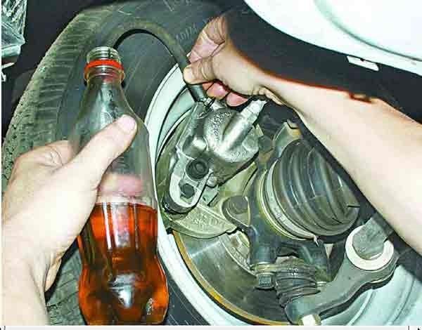 Как правильно прокачать тормоза на ВАЗ 2110?