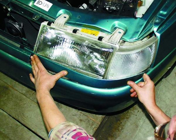Как снять фару на ВАЗ 2110 и заменить стекло своими руками