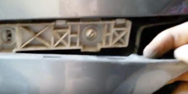 Как снять передний бампер на Лансере 9 и 10?