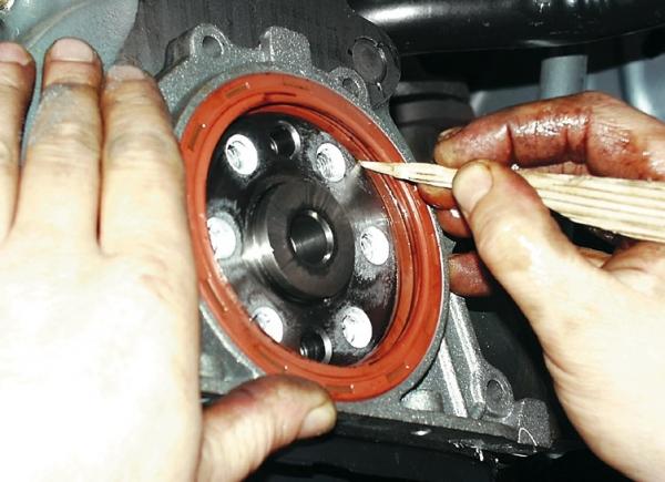 Как заменить передний и задний сальник коленвала на ВАЗ 2109