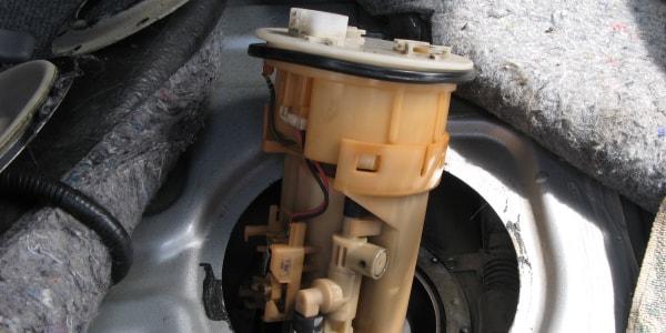 Особенности замены бензинового топливного фильтра