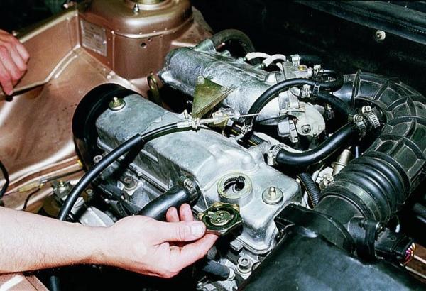 Самостоятельная замена масла в двигателе ВАЗ 2114 и какое лучше заливать?