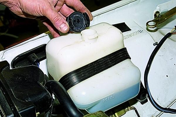 Выкидывает тосол из расширительного бачка на ВАЗ 2109