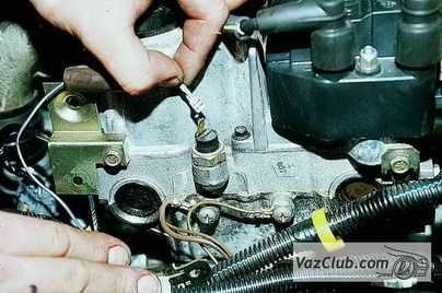 Замена датчика давления масла на ВАЗ 2110 своими руками