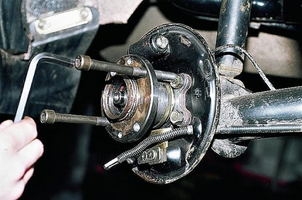 Замена подшипника передней ступицы на ВАЗ 2110 своими руками (видео)