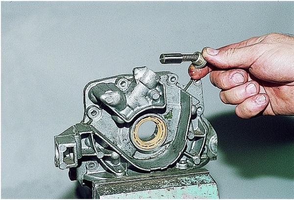 Замена редукционного клапана масляного насоса на ВАЗ 2109