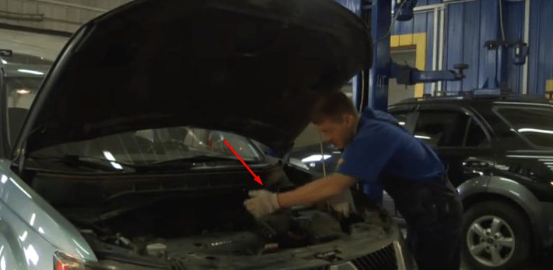 Замена воздушного фильтра Mitsubishi Outlander XL