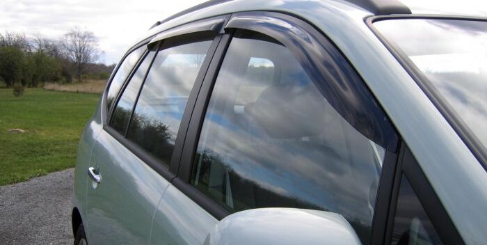 Автомобильные дефлекторы: зачем нужны, как выбрать и установить