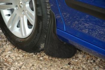 Брызговики для автомобиля: установка, как выбрать, зачем нужны