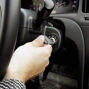 Что делать, если заблокировался руль и замок зажигания