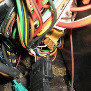 Горит подушка безопасности на панели приборов: причины срабатывания индикатора, диагностика, решение проблемы