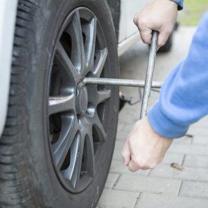 Как поменять колесо самостоятельно