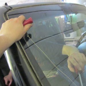 Как заменить лобовое стекло автомобиля своими руками