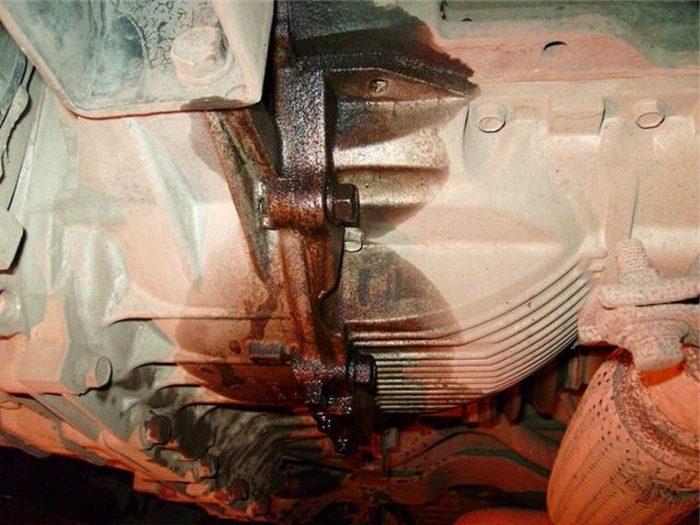 Какое количество масло заливается в двигатель автомобиля