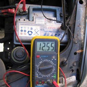 Какое напряжение должно быть на аккумуляторе автомобиля