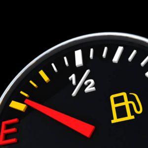 На сколько хватит бензина, если загорелась лампочка на приборной панели