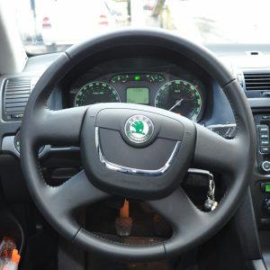 Почему руль тянет влево или вправо: основные причины