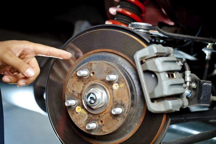 Почему скрипят тормоза при торможении на машине