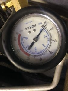 Почему стучит мотор?