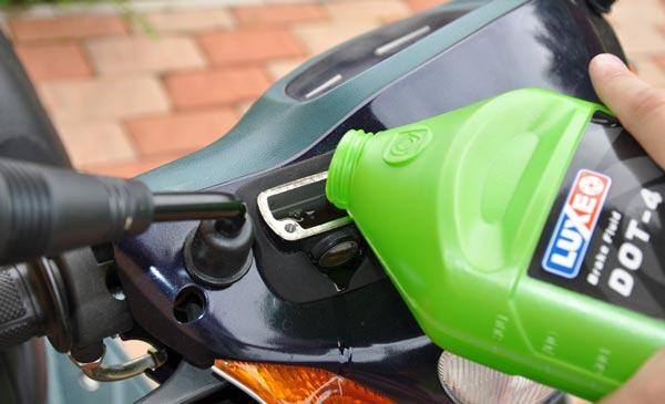 При торможении бьет педаль тормоза: причины и как устранить проблему