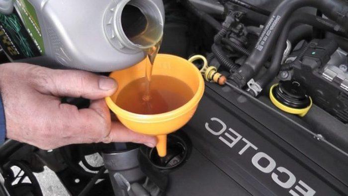 Уровень масла в двигателе выше нормы: последствия