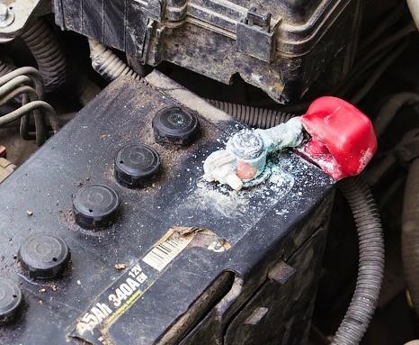 Окисление клемм аккумулятора: причины, как очистить и защитить