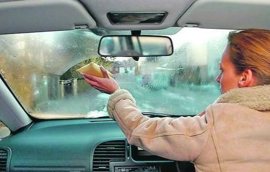 Почему потеют стекла в машине, и что делать для предотвращения запотевания?