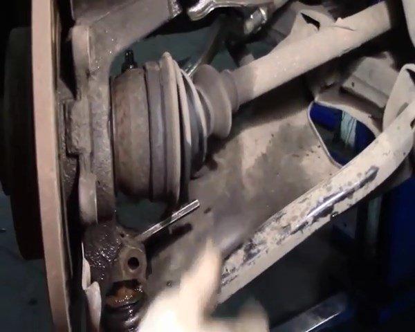 Почему на приборной панели «Рено» загорелась лампа ABS?